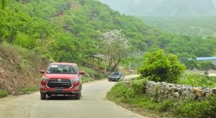 Cách lái xe Toyota vượt đèo núi dốc