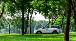 Bán ra hơn một năm, vì sao Toyota Fortuner Legender vẫn hút khách?